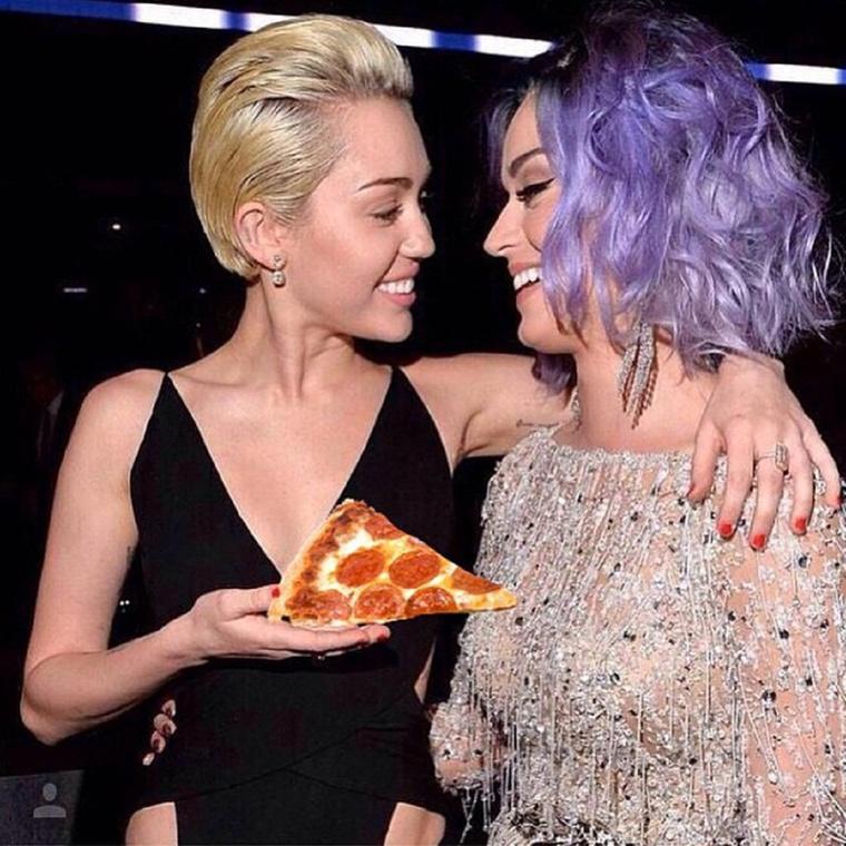 Emlékeznek, amikor a Grammyn az énekesnő kicsit rámarkolt Katy Perry mellére? Na, ez nem az a pillanat