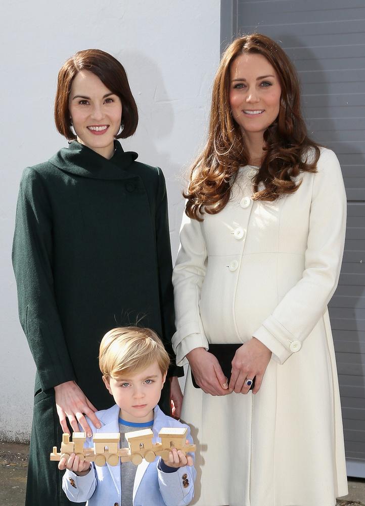 A kisfiút Olivier Barkernek hívják, a sorozat egyik színésze, hároméves