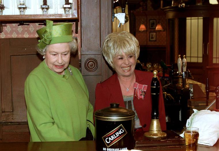 Maga a királynő is megnézte, hogyan készül az EastEnders sorozat