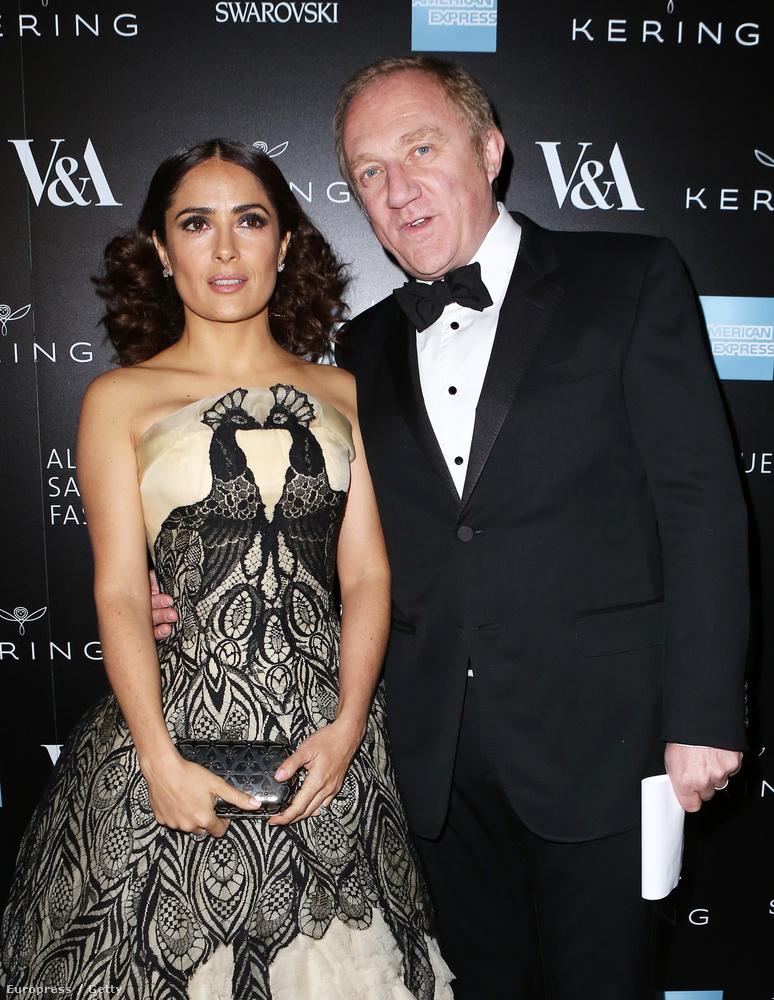 Salma Hayek férjével, Francois-Henri Pinault-tal érkezett az Alexander McQueen emlékestre