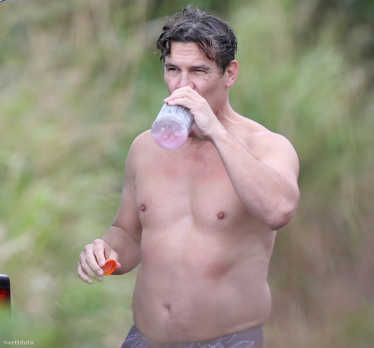 Josh Brolin szörfözés után