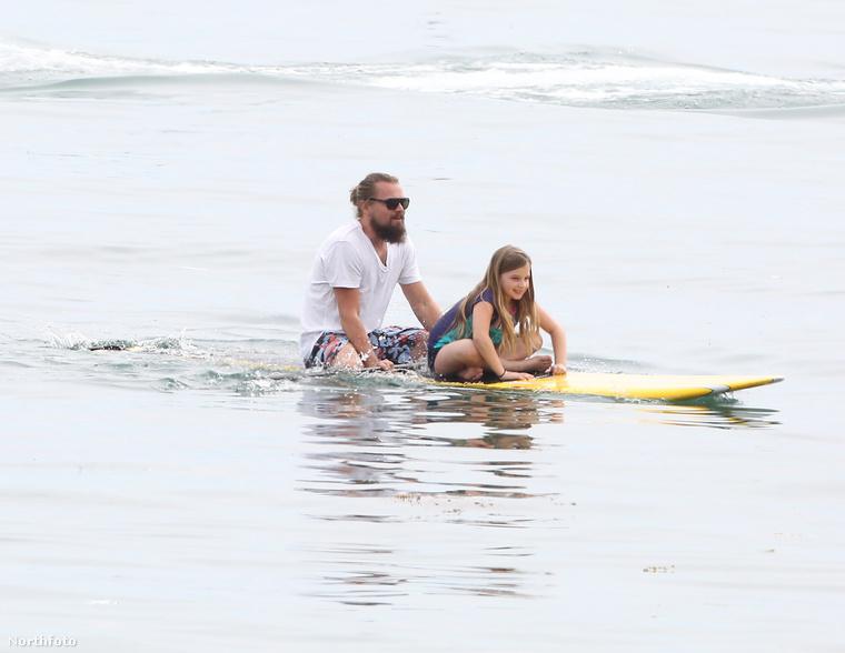 A negyven éves színész Malibuban nyaral, ahol elvitte paddleboardozni barátja kislányát