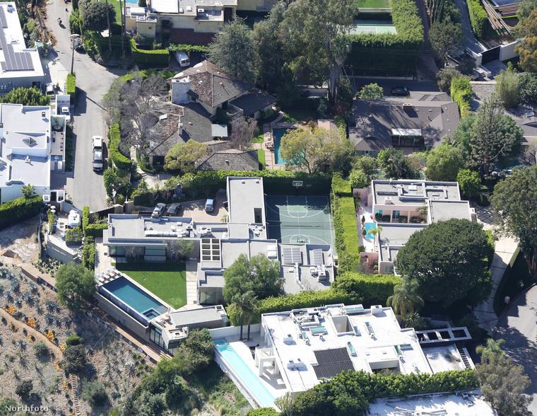 Leonardo DiCaprio tényleg kimaxolja az életet: Hollywood Hillsben nem is egy, hanem rögtön két luxuskégliben tengeti pazar mindennapjait