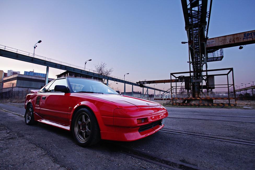 Ez az autó 1988-ban, egy évvel a modellváltás előtt készült, és mielőtt Norbi négy évvel ez előtt megvette volna, már komolyan foglalkoztak vele. A mindenre kiterjedő lakatosmunkát követően visszakapta az eredeti piros színét, és bár a tulajdonos elégedetlen vele, a mai napig gyönyörű.