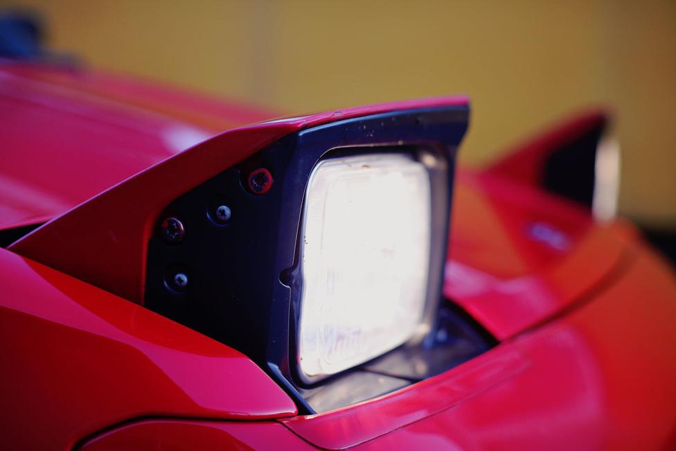 A középmotoron és a targatetőn túl a harmadik legkirályabb dolog is megvan az MR2-ben, amit valaha autóba szereltek: a bukólámpa.
