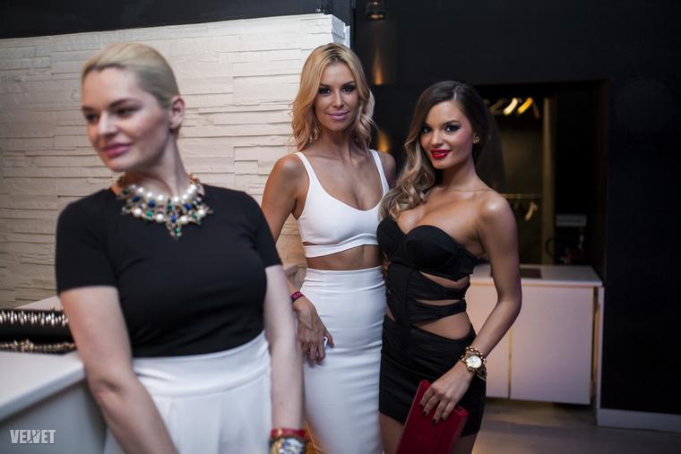 Dukai Regina tiszta fehérben jelent meg, és ezzel búcsúznánk is, remélve hasonló hihetetlen izgalmakat a 2015-ös Glamour Women of the Yeartől is.