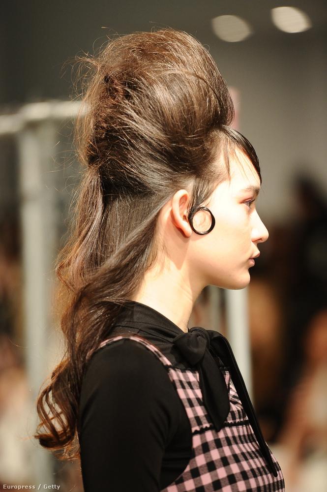 Ráadásul Adam Selman ugyanezt tette a modelljeivel a New York-i divathéten.