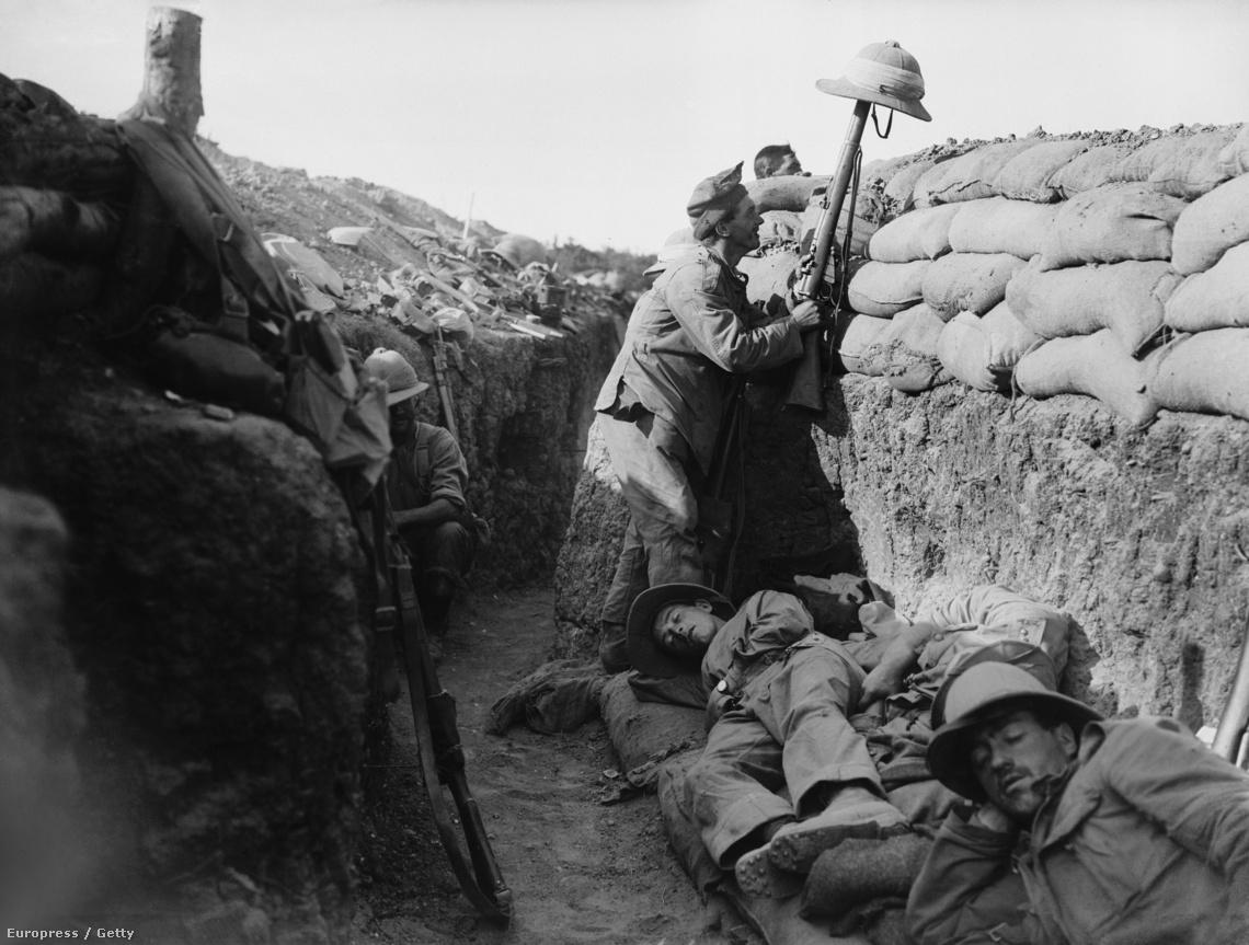 Ír katona egy lövészárokban (Gallipoli, 1915.)