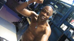 Fekete Pákó felcsapott reggae-énekesnek