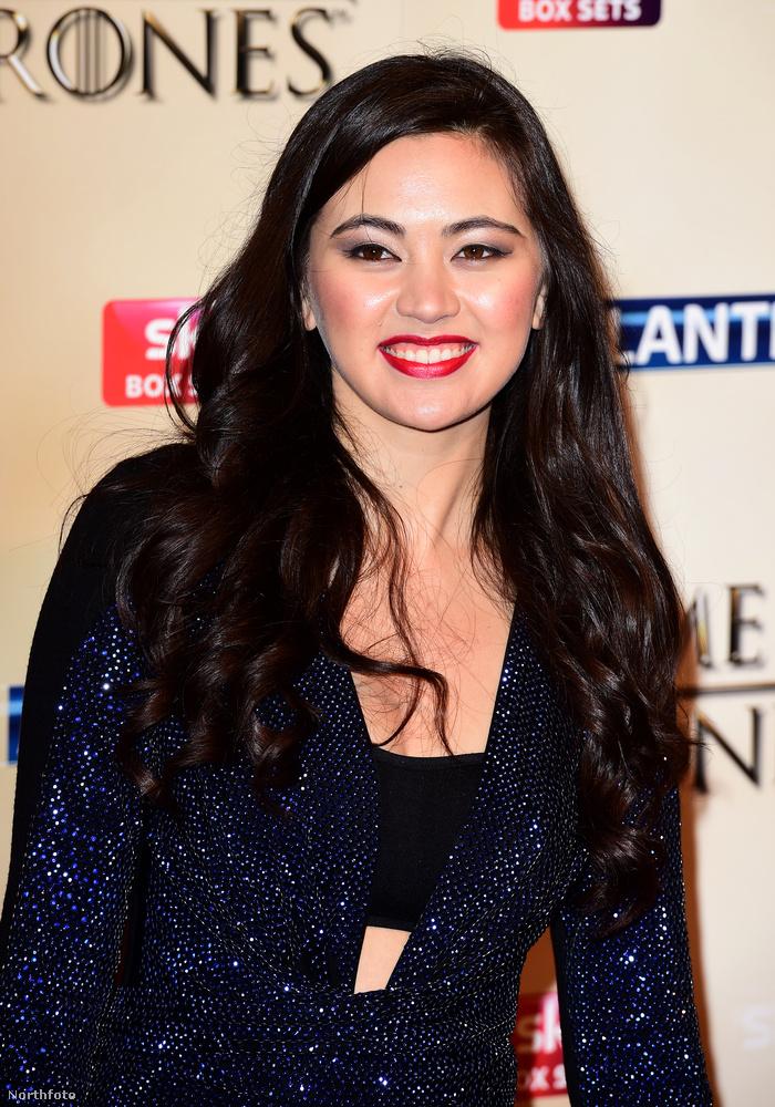 A 22 éves brit színésznő szingapúri származású, és szerepet kapott a Star Wars: Az ébredő erőben is, amit év végén mutatnak be az Egyesült Államokban.