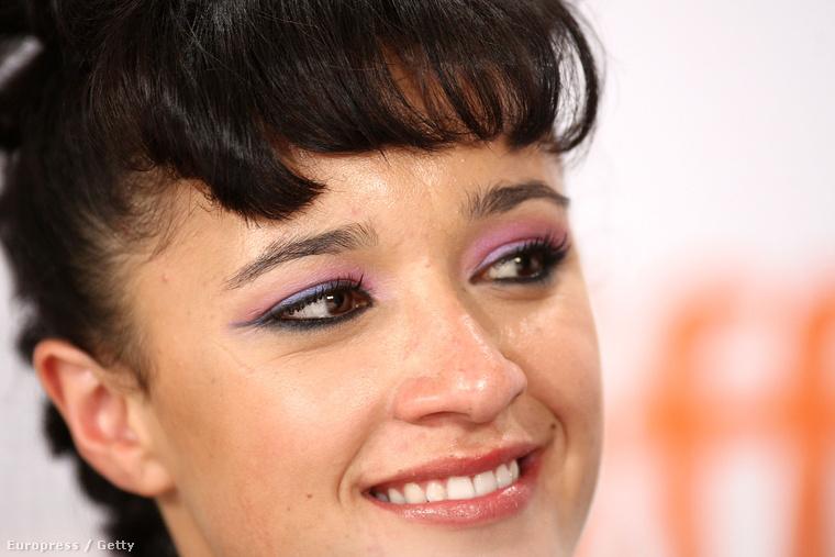 Az ausztrál színésznő ekkor még csak 13 éves volt, ilyen fiatalon korábban még senkit sem jelöltek a legjobb színésznő kategóriában.