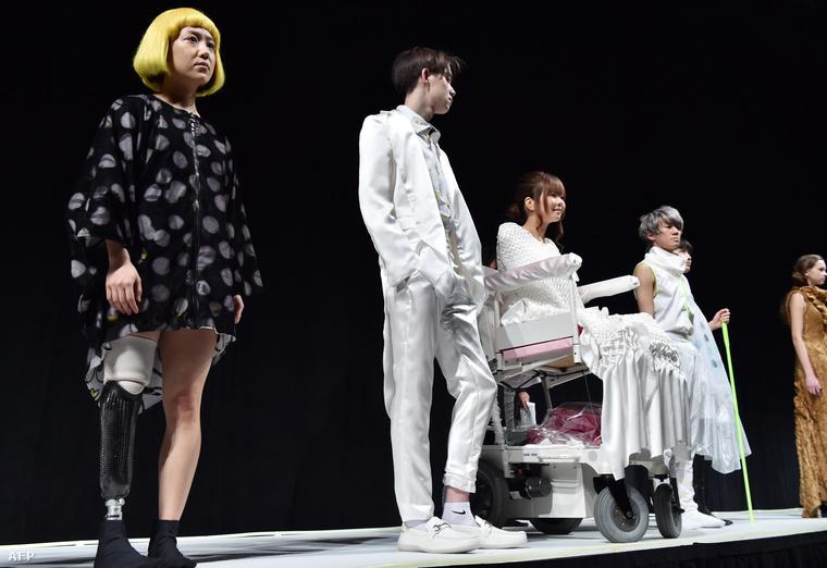 Az FTL Moda AW15 nevű kollekcióját Milánóban szintén mozgásukban korlátozott modellek mutatták be a kifutón.