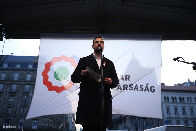 Gulyás Balázs az Astoriánál a Százezren az internetadó ellen, valamint a 60 ezren a Magánnyugdíjukért Facebook-csoport demonstrációján