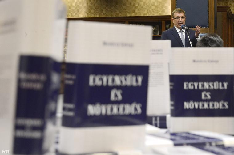 Matolcsy György Egyensúly és növekedés című könyvének bemutatóján, a Magyar Nemzeti Bankban március 5-én.