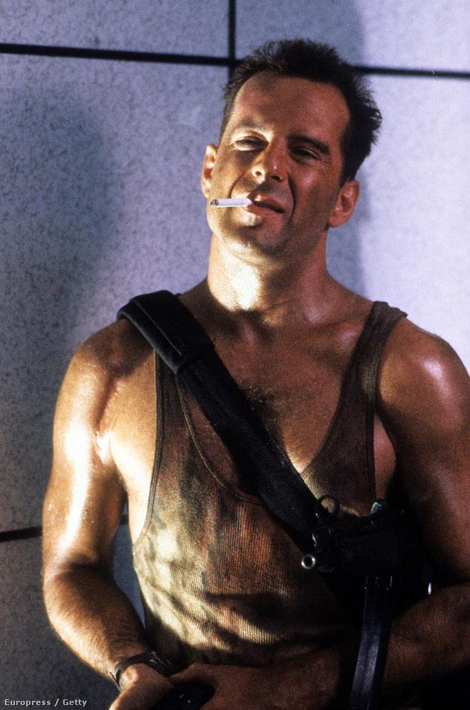 A Die Hard filmek főszereplőjétől nem állnak távol a fegyverek a magánéletében, támogatja a fegyvertartást az Államokban