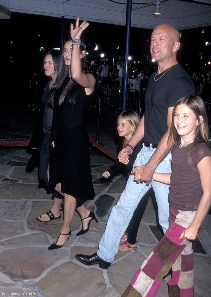 Három lányukat a válásuk óta közös felügyelettel nevelik, 2001