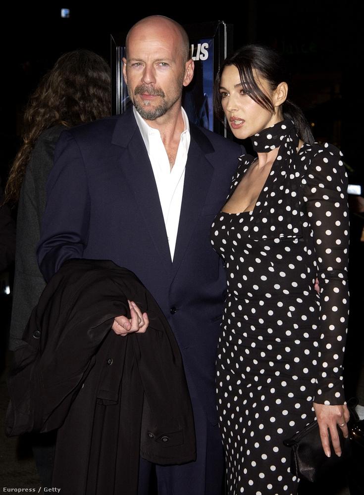 Monica Bellucci és Bruce Willis a Hart háborúja premierjén 2002-ben.