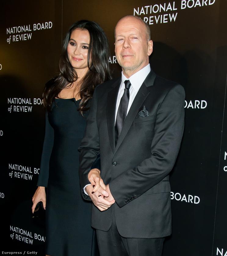 Bruce Willis így néz ki 60 évesen, a felesége, Emma Heming-Willis oldalán