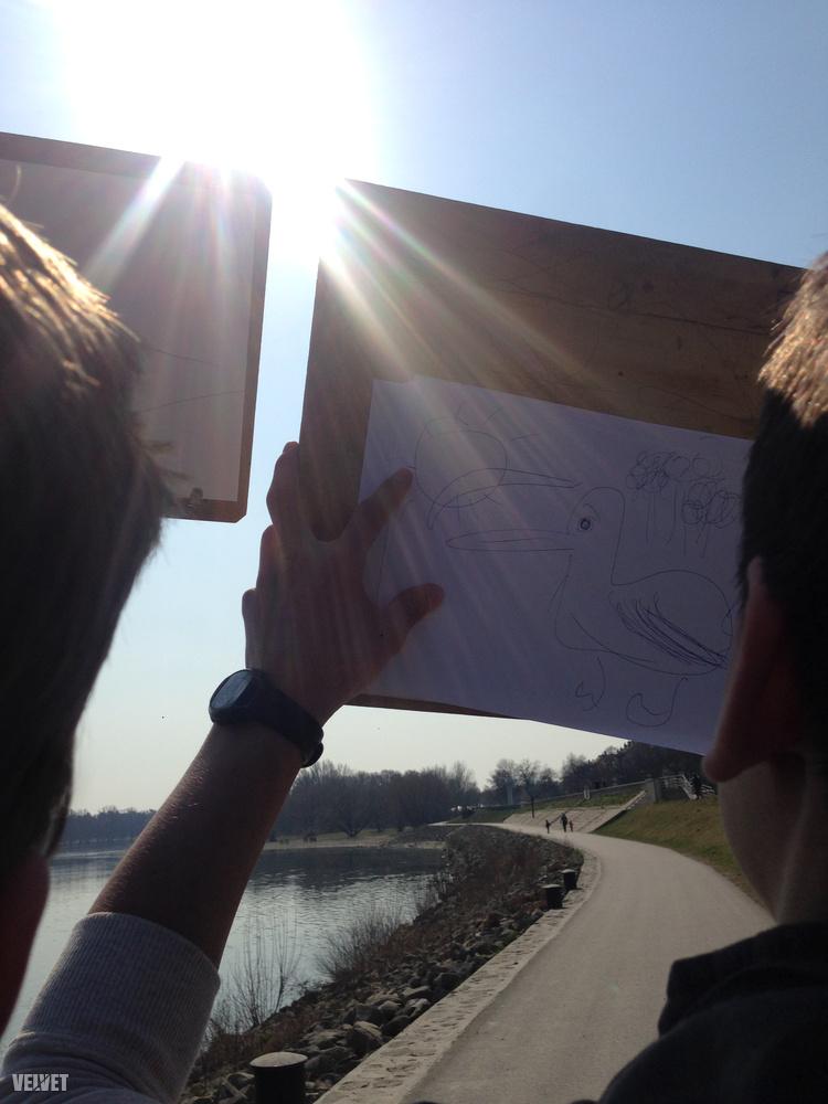 Páran kimentek rajzolni is, a diákok kacsás kompozíciókat hoztak létre.