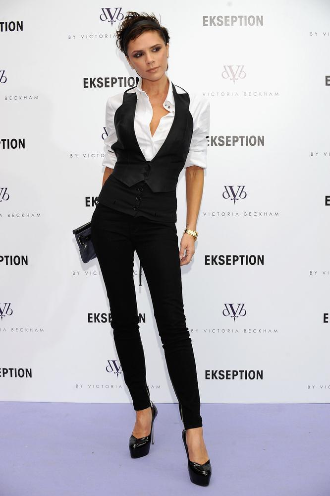 Victoria Beckham most is hasonlóan néz ki, csak a sminkje néha félresikerül