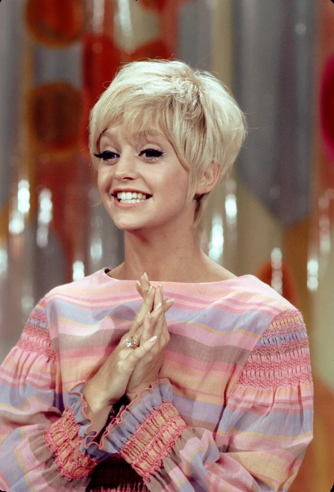 Nehéz felismerni, de Goldie Hawn szerepel a képen