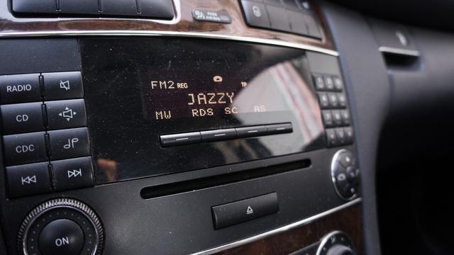 Jó ergonómia, semmi csicsás zongoralakk, finoman mozduló kezelőszervek, van azért ebben Mercedes