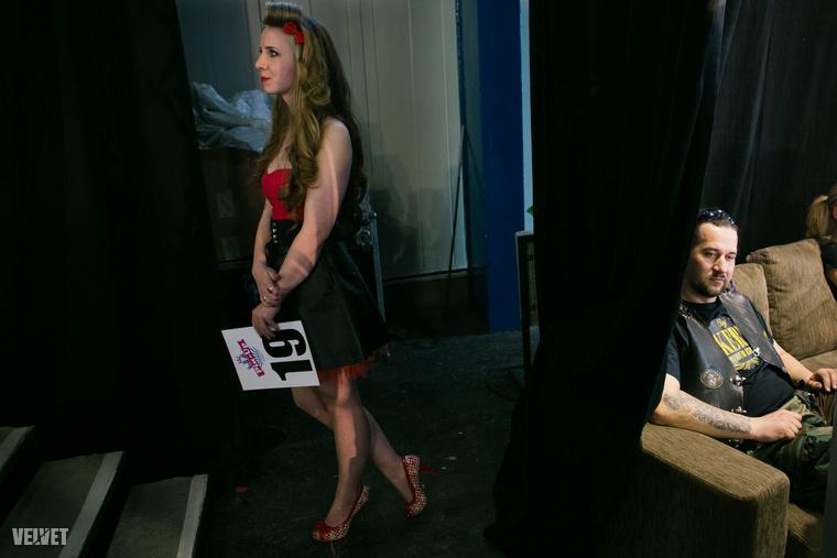 A szépségverseny indulói közt kevesen, de voltak olyan lányok is, akik életükben először öltöztek be pinup lánynak.