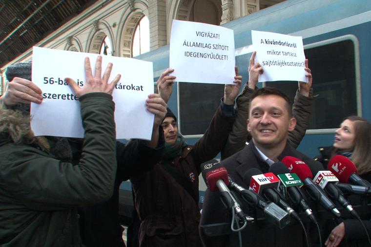 Rogán Antal személyesen tájékozódott a menekültügyi helyzetről a Keleti pályaudvaron, majd sajtótájékoztatót tartott 2015. február 10-én.