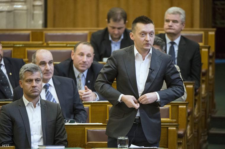 Rogán Antal a Fidesz frakcióvezetője szólal fel napirend előtt az Országgyűlés plenáris ülésén 2015. március 23-án.