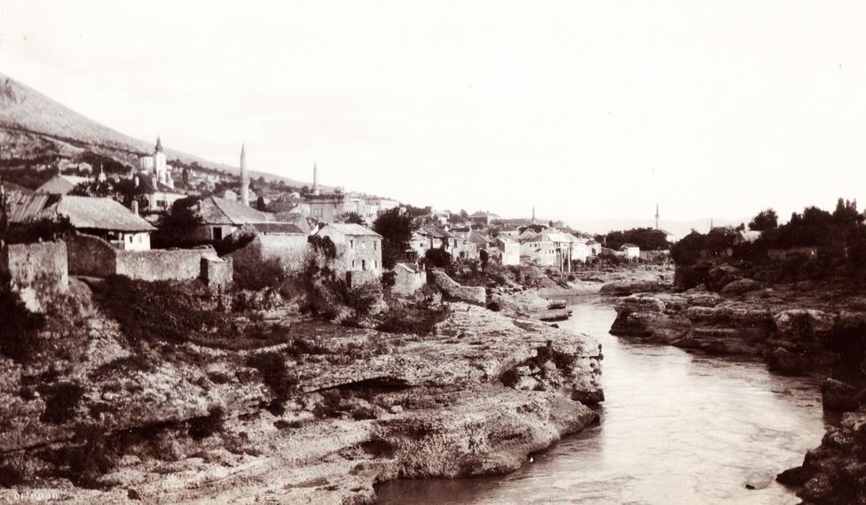 Bosznia-Hercegovina, Mostar város látképe.