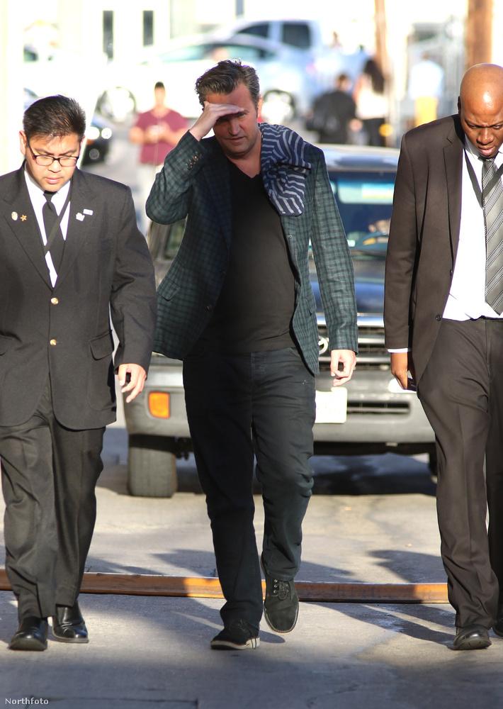 Matthew Perry Jimmy Kimmel műsorában volt az egyik meghívott vendég, a forgatás előtt pedig készült róla pár fotó, amiken szörnyen néz ki.