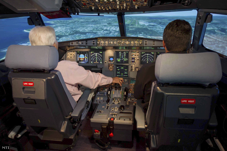 Az Airbus repülőgépgyártó által 2015. március 26-án közreadott kép egy Airbus A320-as utasszállító pilótafülkéjéről.