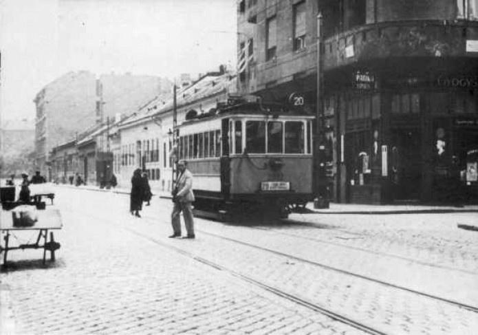 A Karpfenstein - Magdolna utca sarka az 1930-as években