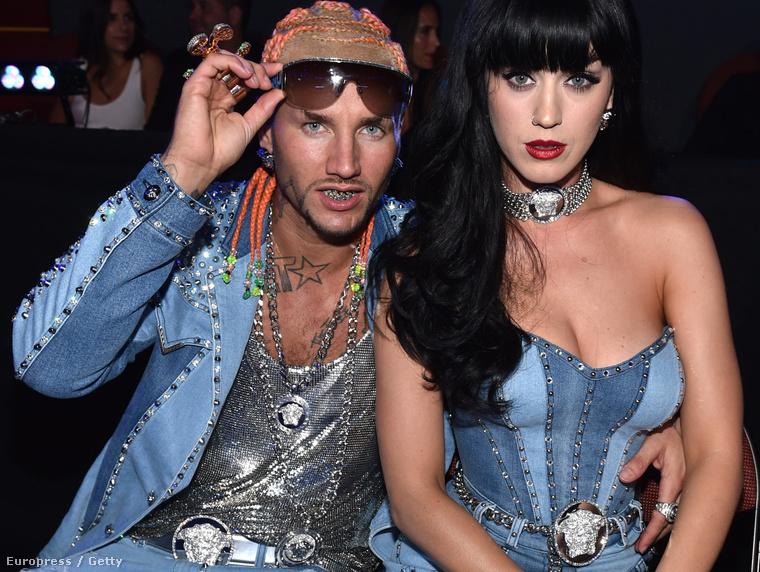 Riff Raff akkor kapta a legnagyobb sajtóvisszhangot, amikor a tavalyi MTV Video Music Awardsra Katy Perryvel ment, ráadásul összeöltözve