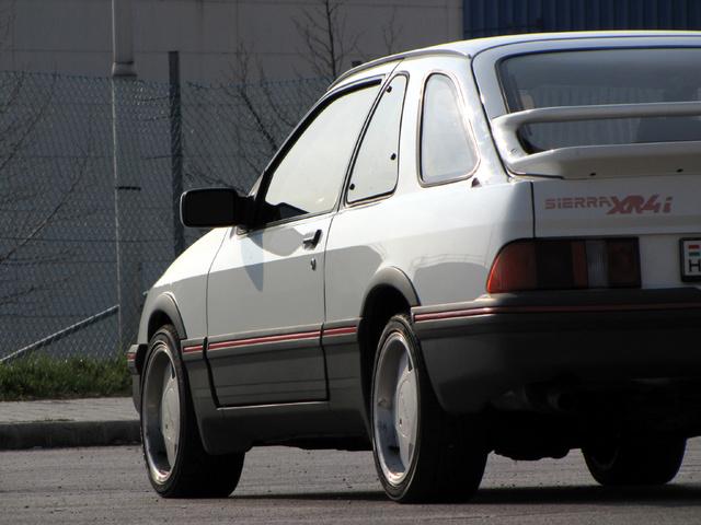 Nincs még egy háromajtós kocsi, aminek négy oldalablaka lenne