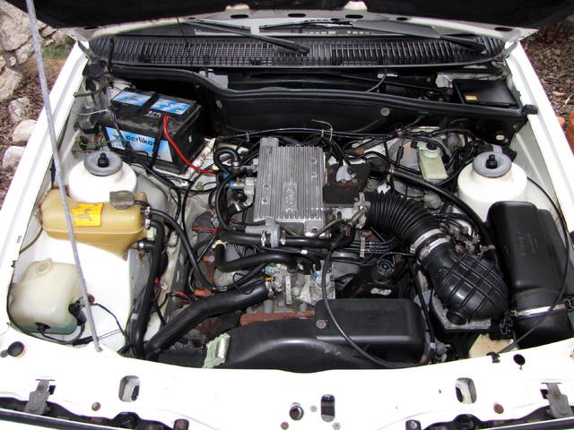"""A 2,8-as V6-os motort K-jet befecskendező táplálja, ezzel a """"kölni"""" motor 150 lóerős lett. Az áramvonalas kasznit gond nélkül gyorsította 200 fölé"""