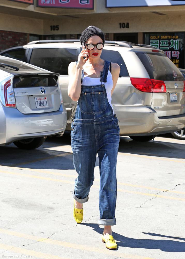 Persze ők nem voltak olyan nagyon meleg helyen, mint Gwen Stefani, aki már rövidujjúban mászkált az utcán