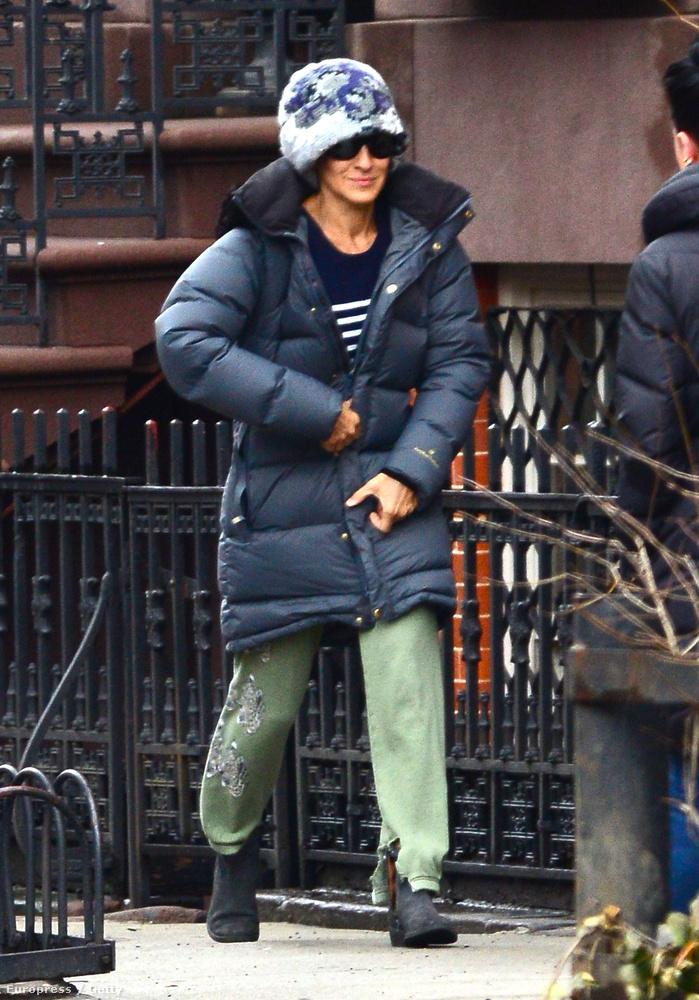 Sarah Jessica Parker viszont még mindig fagyoskodik New Yorkban