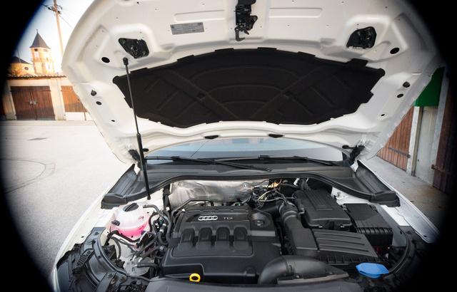 Ide már csak egy nagyobb motor fér, a 2,5 literes TFSI
