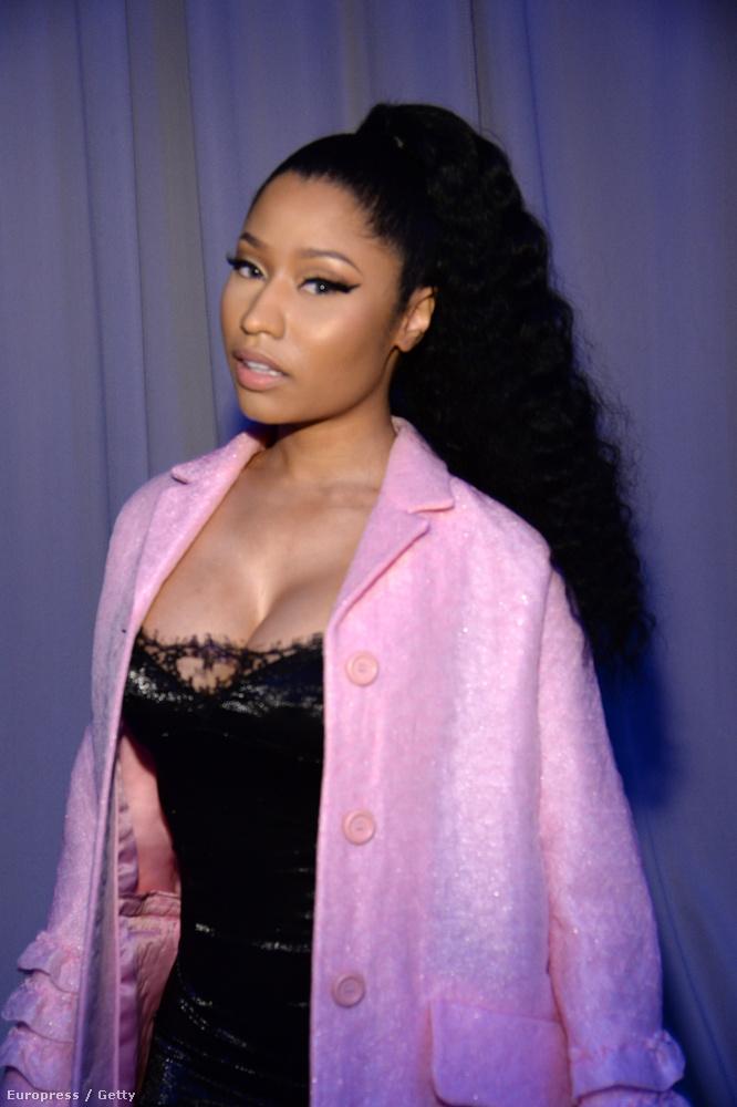 A buliban csak az előző igazán vicces kép készült, a többin a nők inkább a szokásoknak megfelelően a dekoltázsukkal szerették volna felhívni magukra a figyelmet, mint például itt Nicki Minaj.