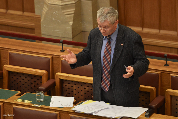Polt Péter az Országgyűlés plenáris ülésén 2015. március 30-án.
