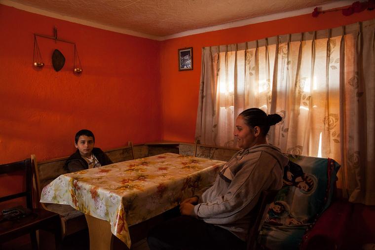 Józsi 12 éves, rendőr szeretne lenni. Édesanyja, Balogh Margit 35 éves, nyolc általánost végzett, ápolónő akart volna lenni, jelenleg otthon van a gyerekekkel. Biharkeresztesen élnek.