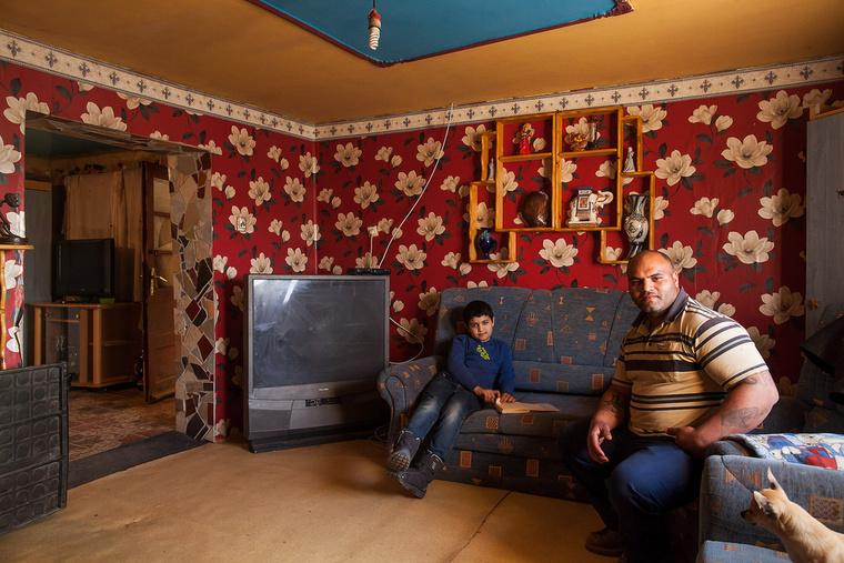 József 9 éves, taxis szeretne lenni. Édesapja, Ajtai Sándor autószerelő szeretett volna lenni, végül szakács szakmát szerzett, kőművesként is dolgozott, jelenleg alkalmi munkákat végez. Berettyóújfalun élnek.