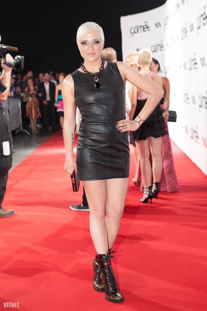 Az év 2012, az énekesnő fehér haja tartósnak bizonyult.