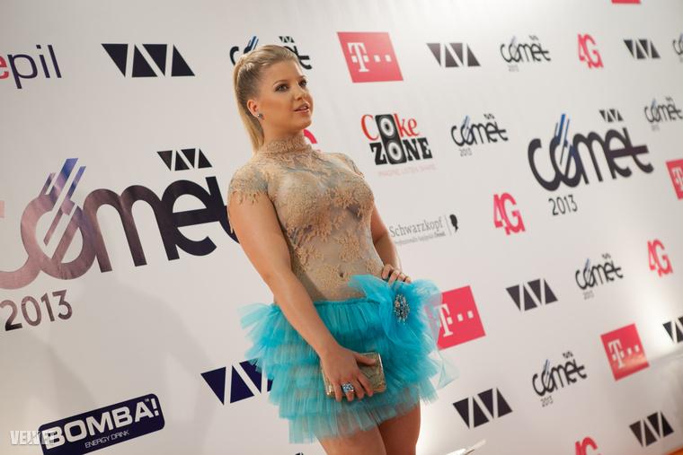2013-ban neki is jutott egy olyan átlátszó ruha, mint a világ celebnőinek szinte mindenhol.