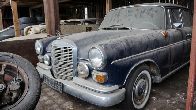 A régi Fecske-Mercedes eredeti, de Csikós szerint nem stimmel a lökhárító