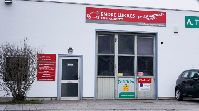 A Detmold strasse túlélőinek egyike ez a magyar tulajdonú autós műhely