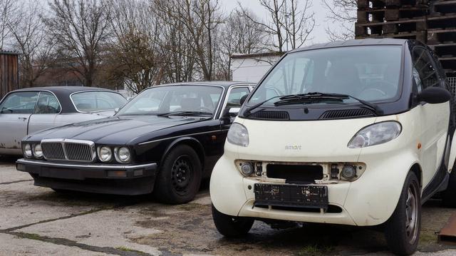 Múlt és jelen: a levetett Jaguar és a feltámasztott Smart