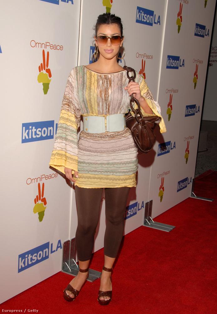 Ő itt nem egy lekoszlott takarítónő az esti műszak után, hanem Kim Kardashian 2007 nyarán