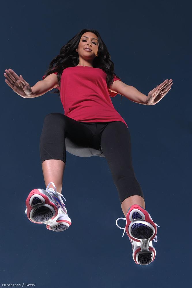 Amikor Kardashiannal még edzőcuccokat reklámoztak, ilyen bizarr módon (2009.)